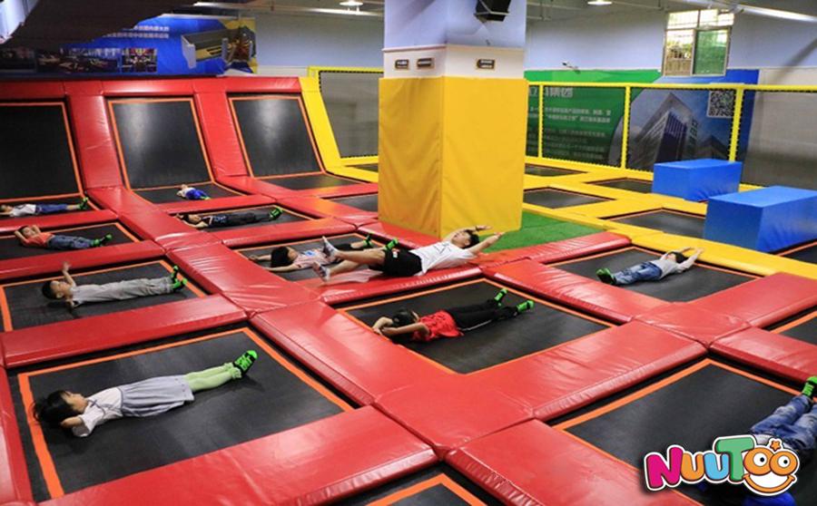 儿童游乐设备+室内大型蹦床+蹦床公园